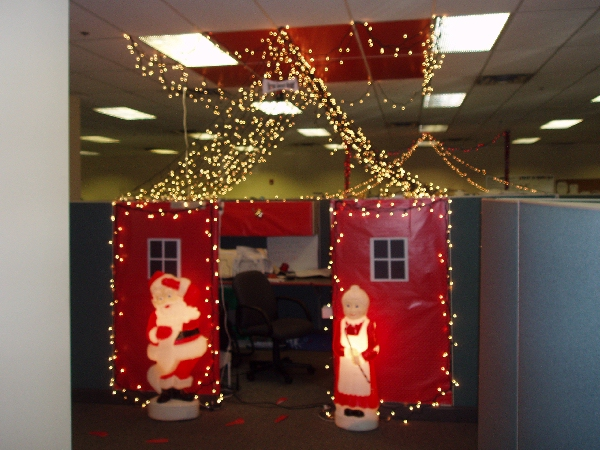 Christmas Decorating Ideas For Cubicle : Bazillion lights